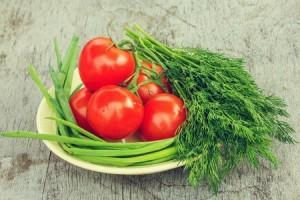 tomate y ajos tiernos