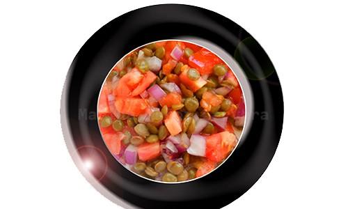 Lentejas con tomate y cebolla.