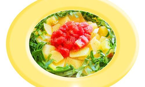 Patatas con espinacas frescas y tomate.