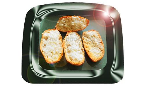 Pan de ajo con aceite de oliva.
