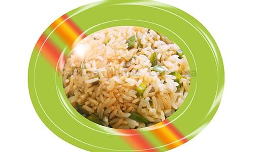 Salteado de arroz con pimiento verde.