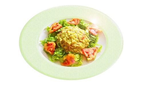 Guacamole con tomate y cilantro.