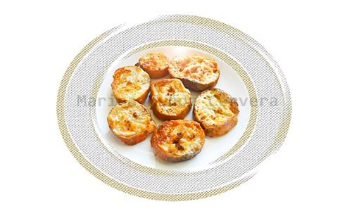 Torrijas o tostadas francesas al horno.