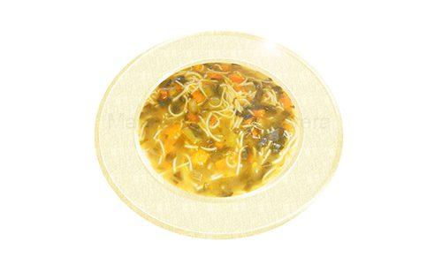 Sopa jardinera con caldo de pollo y fideos finos.
