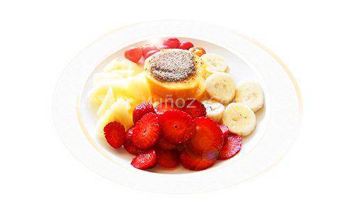 Frutas variadas con semillas de chía.