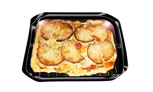 Pizza de berenjena y atún con masa casera.
